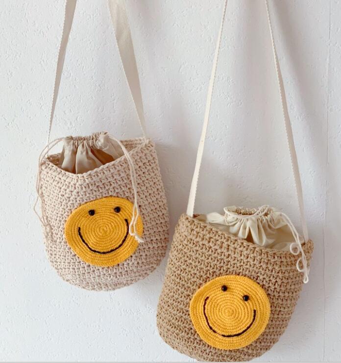 新作★子供用 バッグ★可愛い*笑顔*編みバッグ★キッズ用★鞄 かばん★ショルダーバッグ★2色