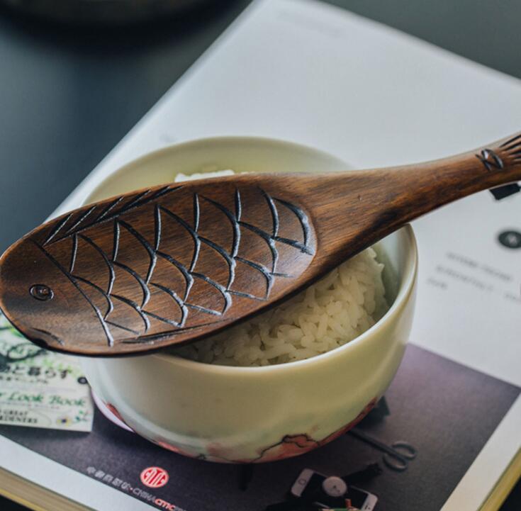雑貨★超人気★木製 レトロ魚型めしじゃくし 杓子★2種